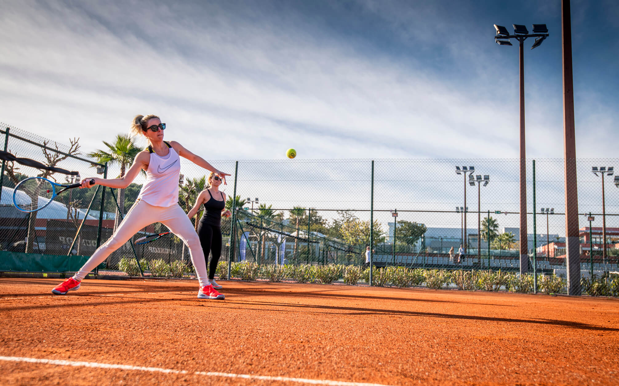 femme-adulte-tennis
