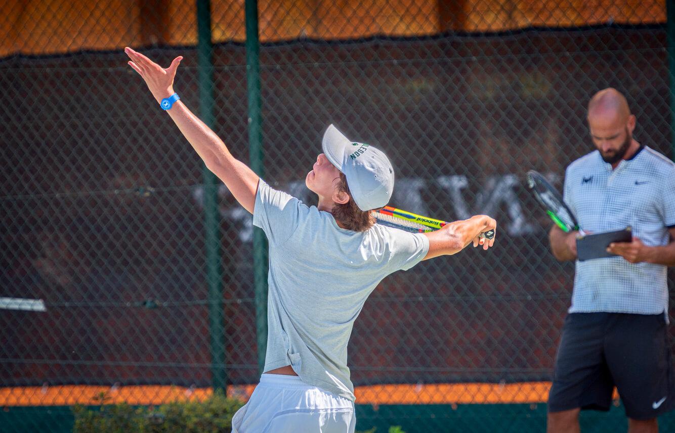 service tennis junior
